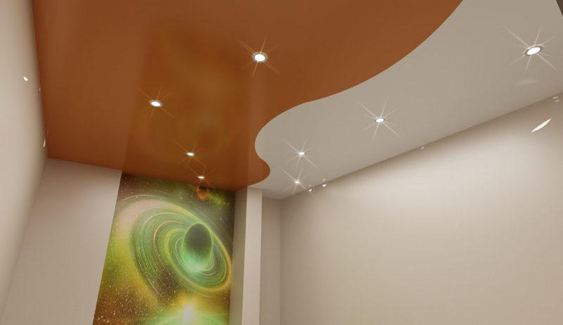 Двухцветный комбинированный потолок, белый и коричневый цвета