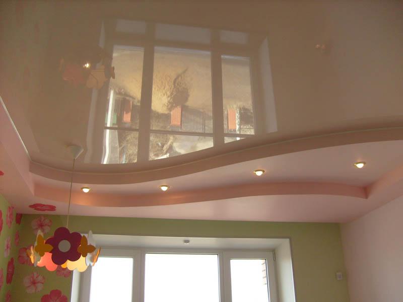 Пленка из ПВХ на потолке