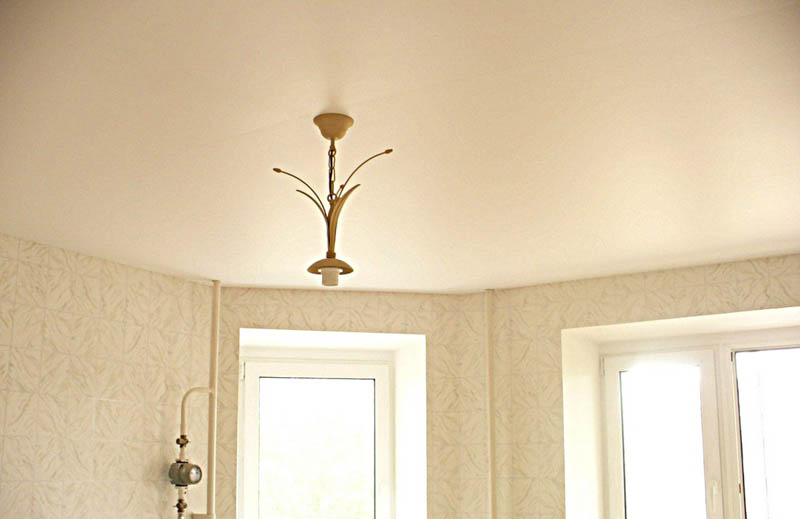 Сатиновый одноуровневый потолок
