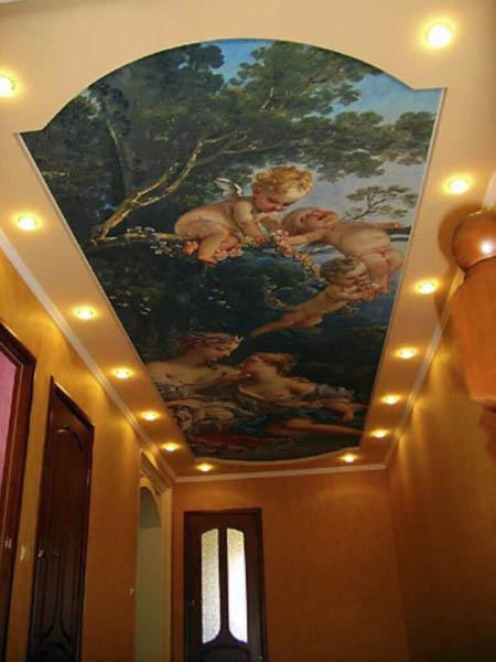 Потолок с фотопечатью в прихожей