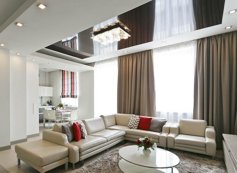 Глянцевое полотно перекликается с гардинами, матовое - с мебелью