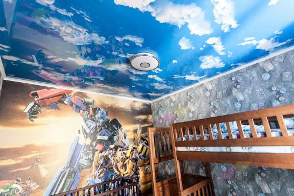 Комната с облаками на натяжном потолке