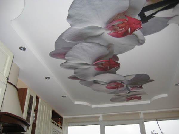 натяжные потолки в зал фото с цветами