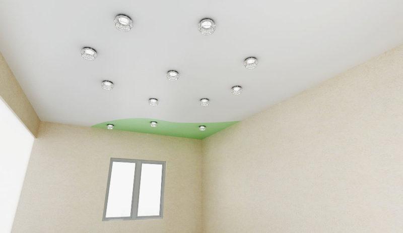 комбинированный потолок с зеленым цветом