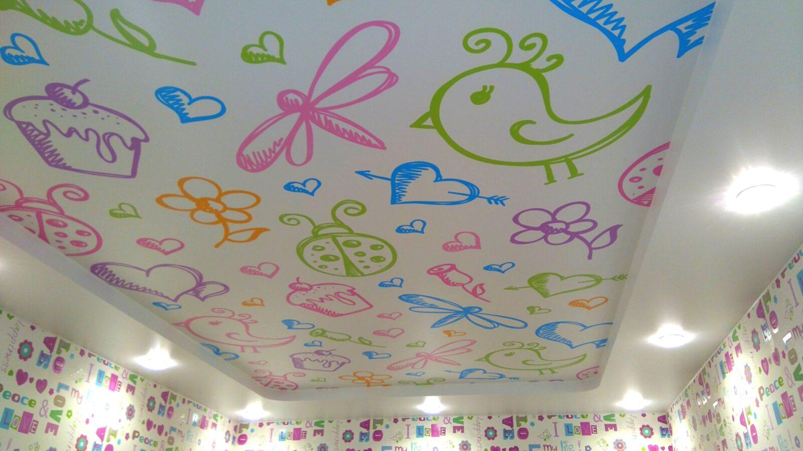 дизайн натяжного потолка для детской