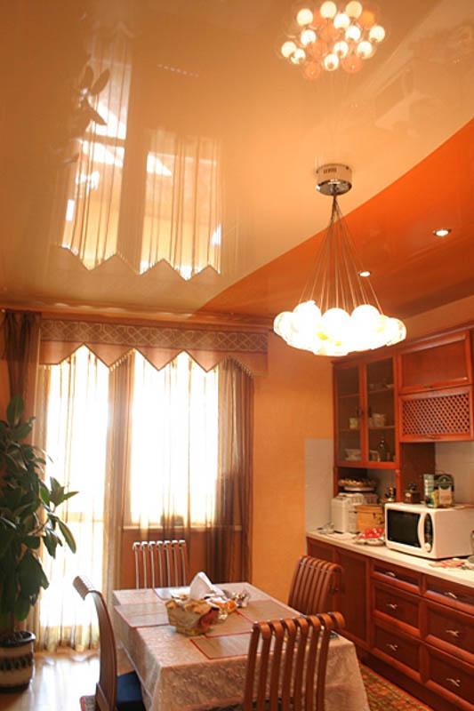 двухцветный натяжной потолок