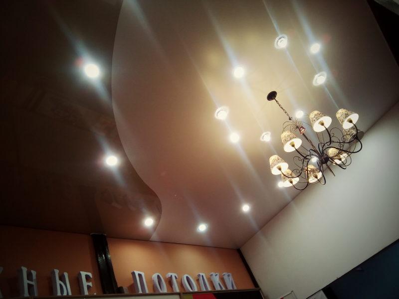 натяжной потолок с подсветкой по кругу