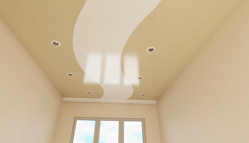 Трехцветный потолок