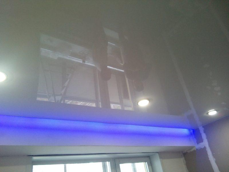 Синяя подсветка ниши потолка синим цветом