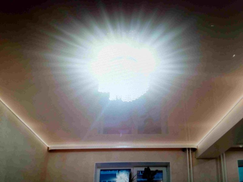 Подсветка натяжного потолка в зале -2