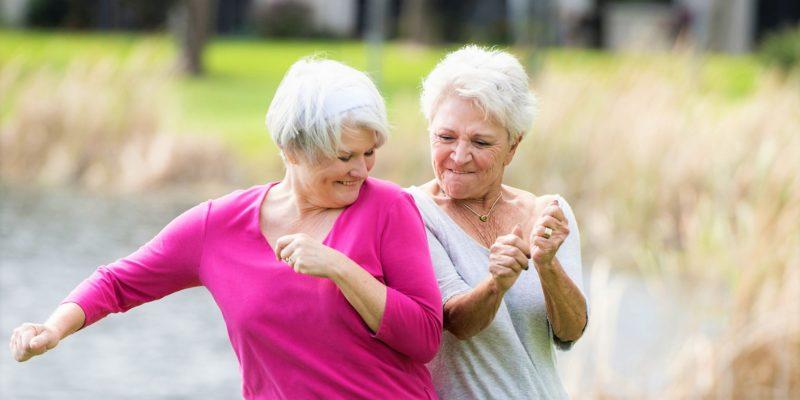 пенсионерки радуются