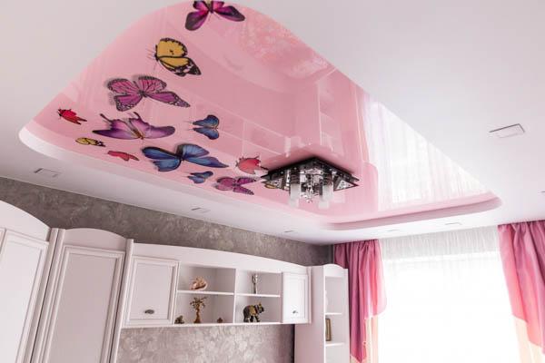 Детская комната потолок с бабочками фотопечать
