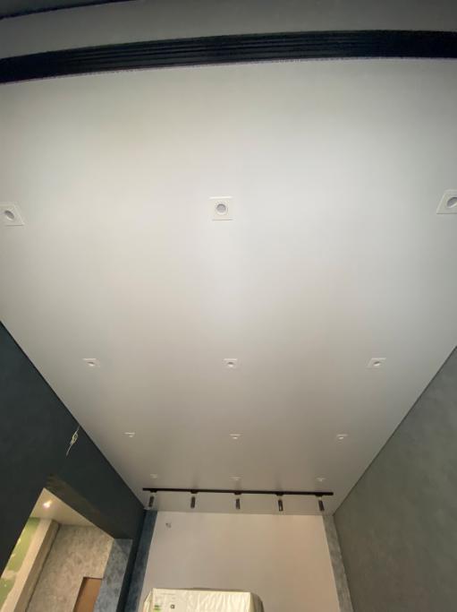 Теневой потолок evrocraab установлен со встроенным и накладным освещением