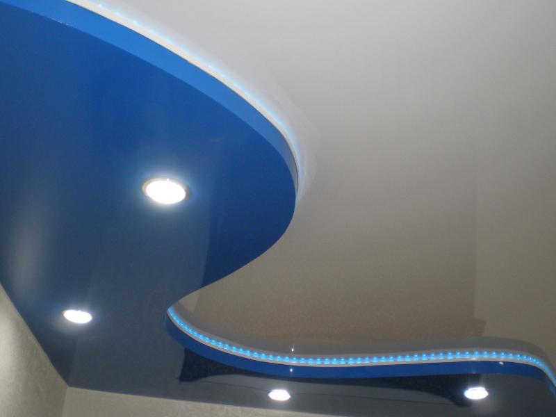 Натяжной потолок со вторым уровнем с подсветкой