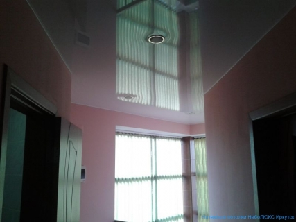 Отражения стен на потолке