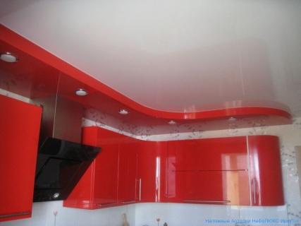 На кухне натяжной потолок