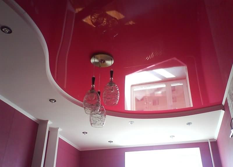 натяжной потолок с двумя уровнями белый сатиновый и коралловый цвета
