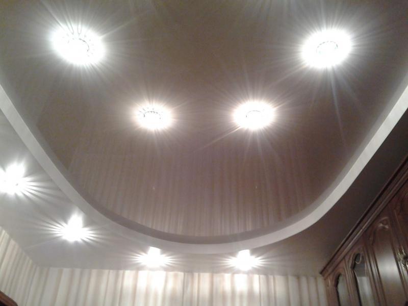 Два уровня со светильниками