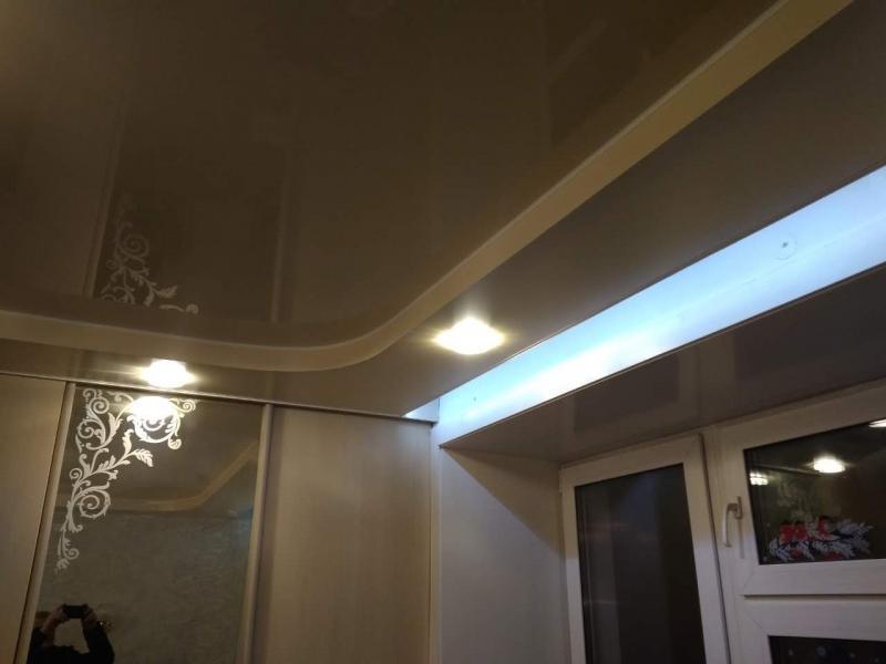 Натяжной потолок с нишей и диодной подсветкой