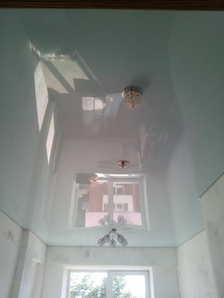 Красивый молочный цвет потолка