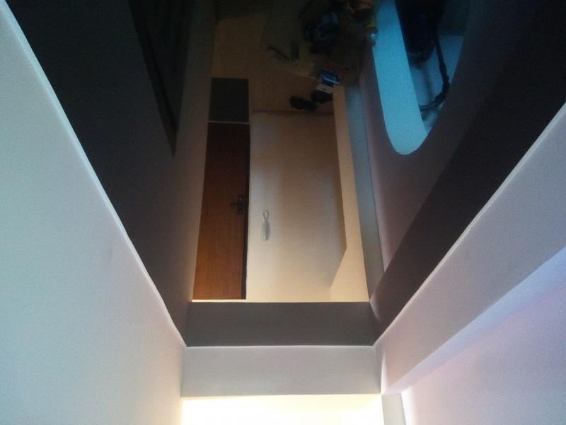 Черный потолок в коридоре Небо-ЛЮКС.РФ